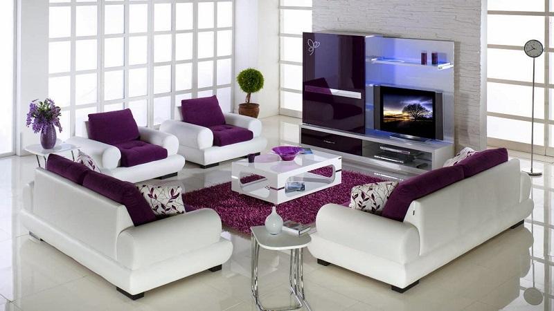 Лилавият цвят в интериора на всекидневната