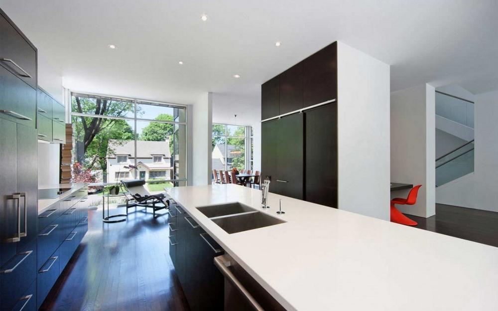 Къща-с-модерна-архитектура-и-минималистичен-интериор-кухня