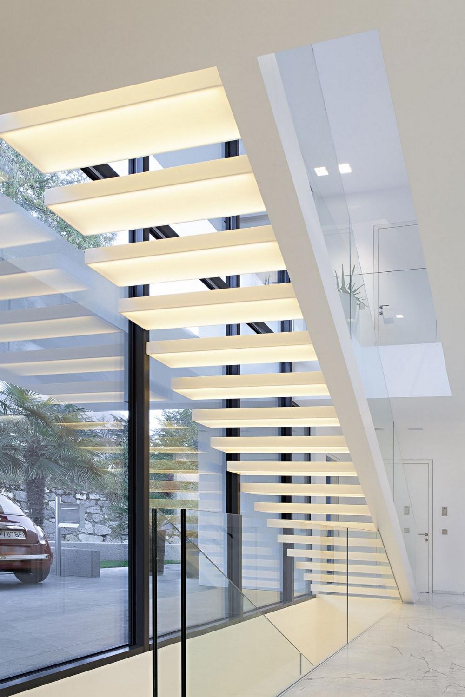 Минималистична-архитектура-и-интериор-вътрешни-стълби