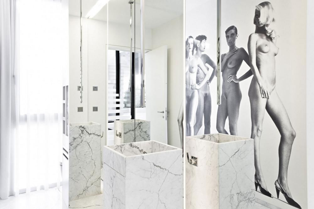Минималистична-баня-мраморни-облицовки