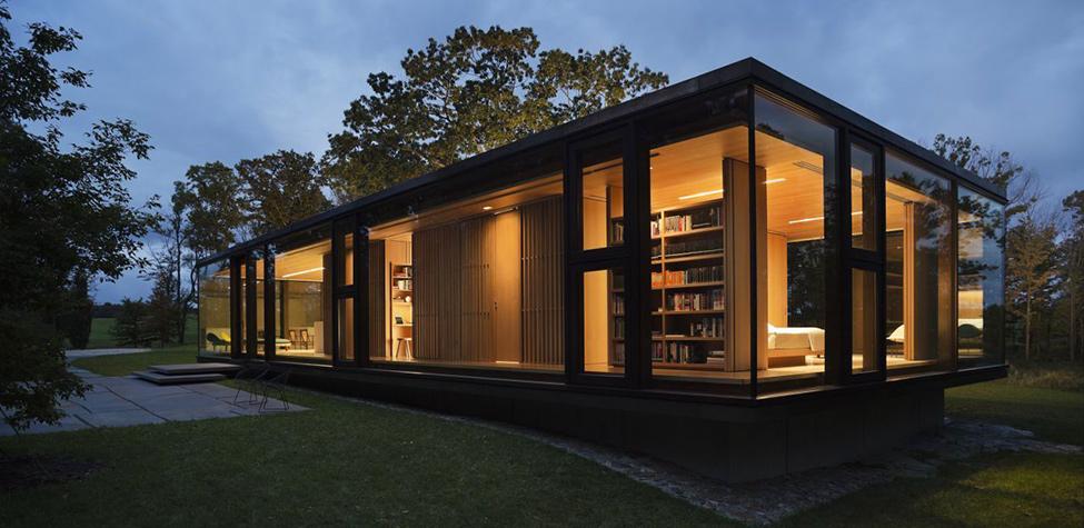 Модерен-дом-сред-гората-нощен-изглед