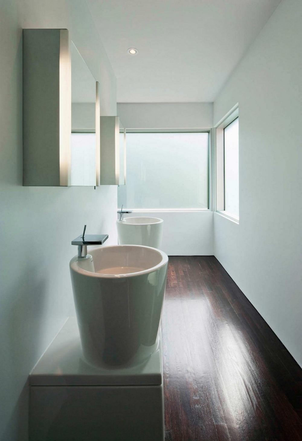 Модерна-архитектура-и-минималистичен-интериор-баня