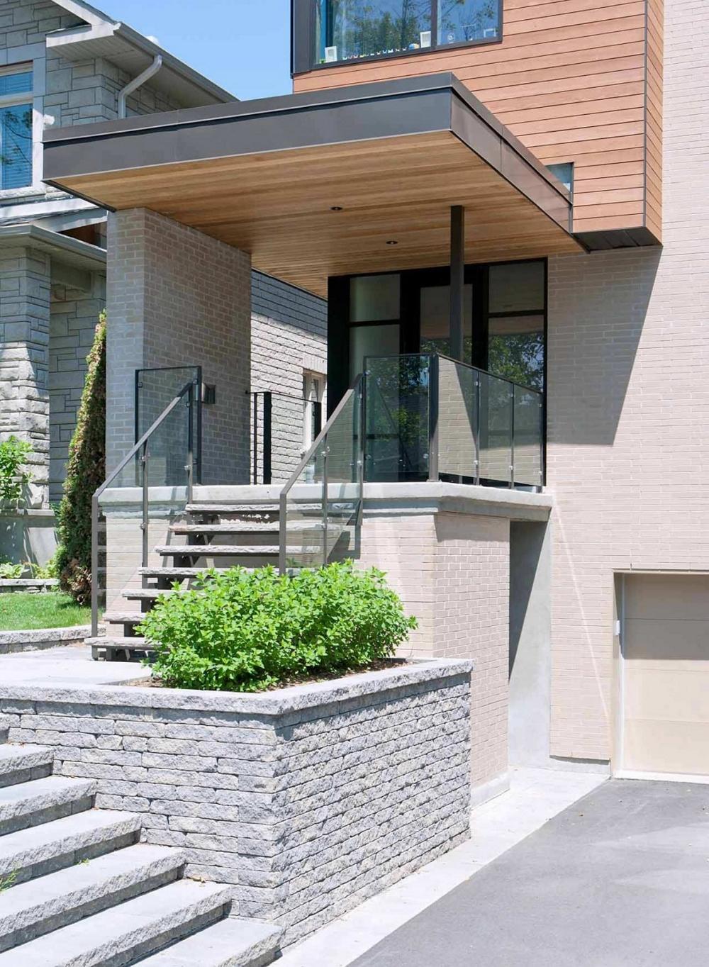Модерна-архитектура-и-минималистичен-интериор-вход