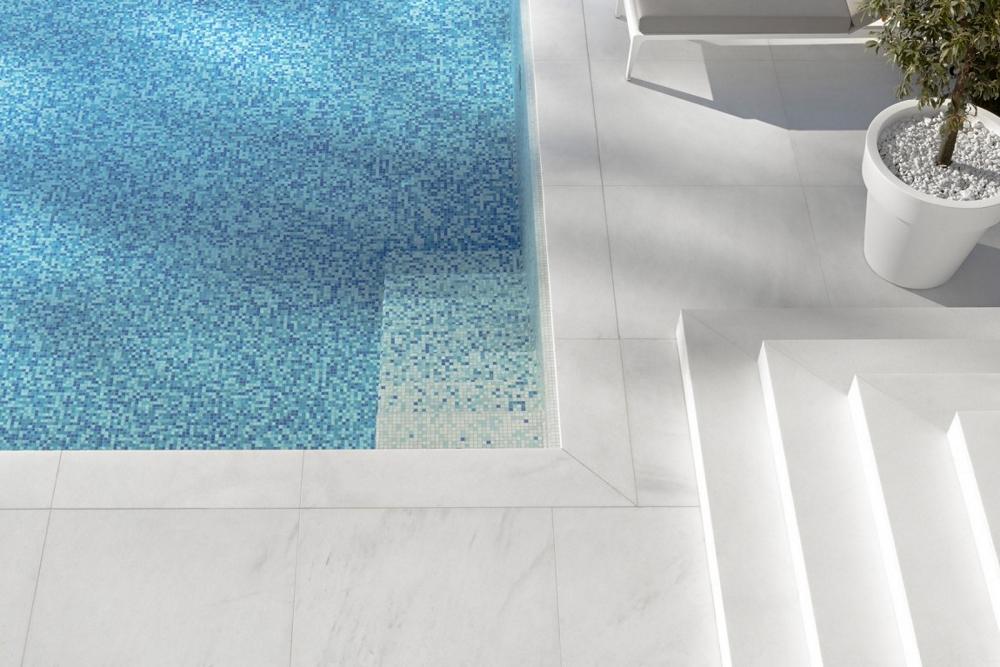 Модерна-италианска-архитектура-House-M-външен-басейн