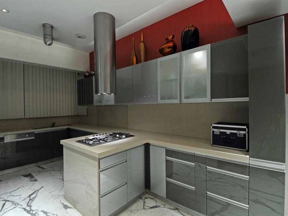 Модерна-минималистична-кухня-с-атрактивно-осветление