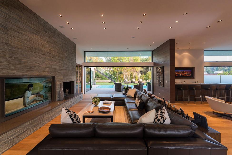 Модерно-обзавеждане-всекидневна-с-кожен-диван