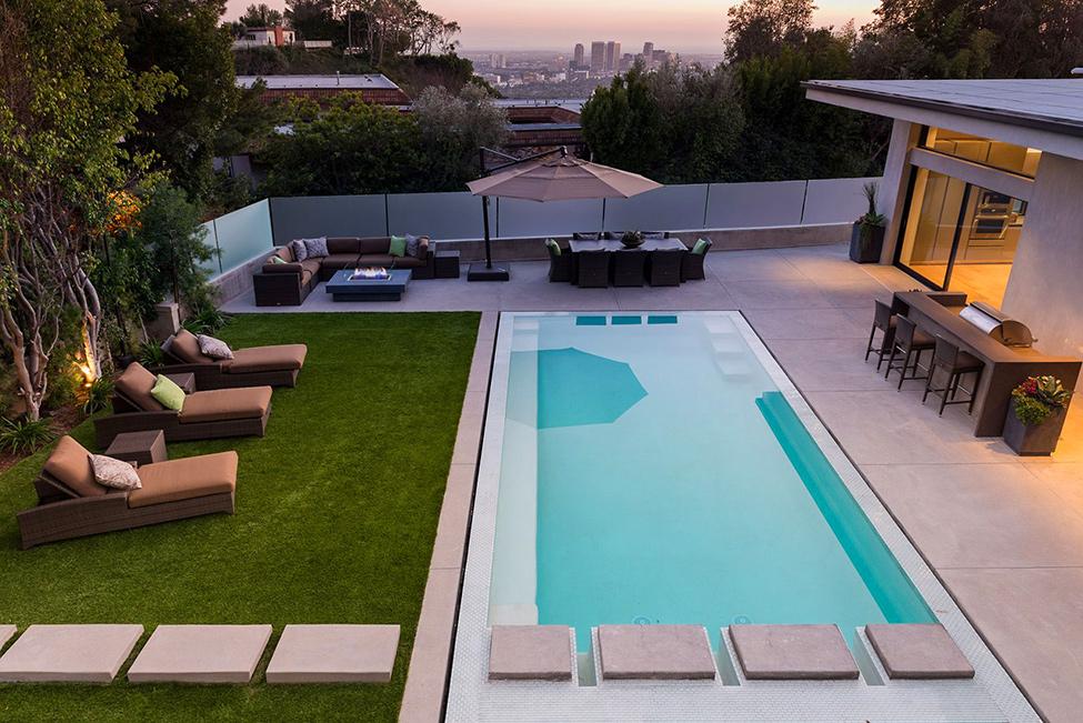 Стилна-резеденция-в-Калифорния-басейн