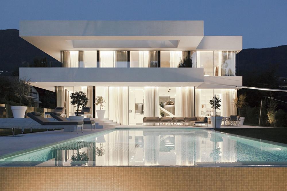 House-M-в-Италия-нощен-изглед