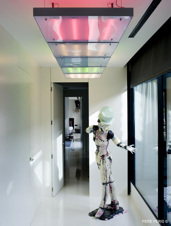 Imenie-s-moderen-interior-minimalistichen-dekor