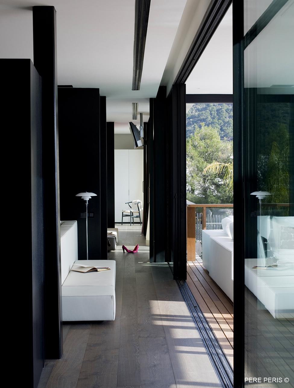 Imenie-s-moderen-interior-minimaliza-m-v-interiora-
