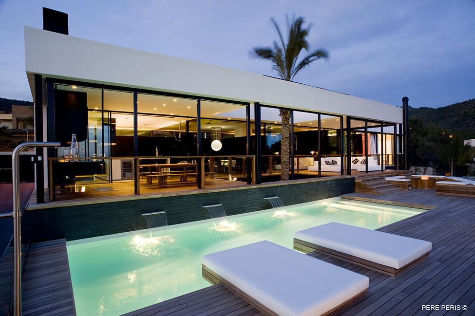 Imenie-s-moderen-interior-moderna-minimalistichna-arhitektura