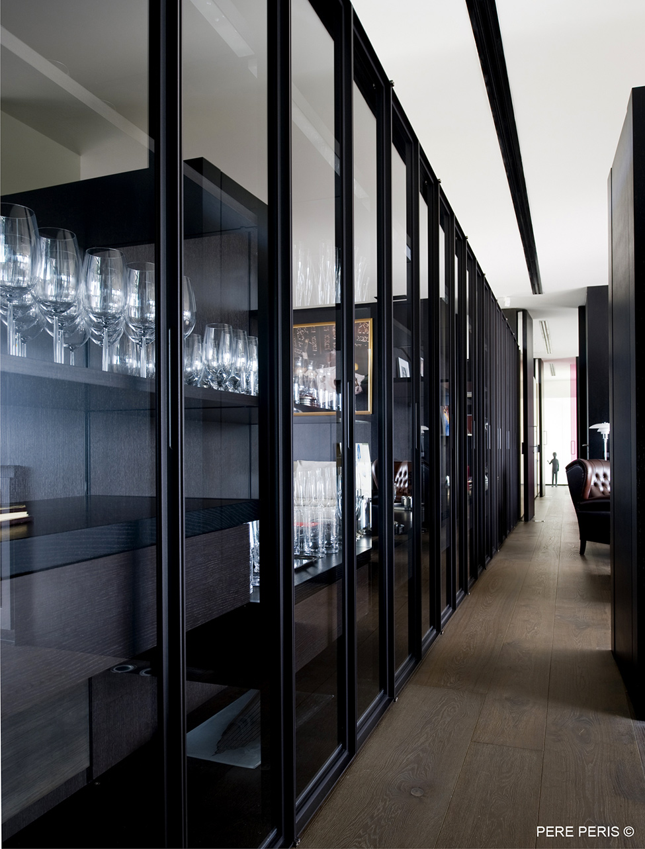 Moderna-minimalistichna-arhitektura-i-interior-Imenie-v-Ispaniya