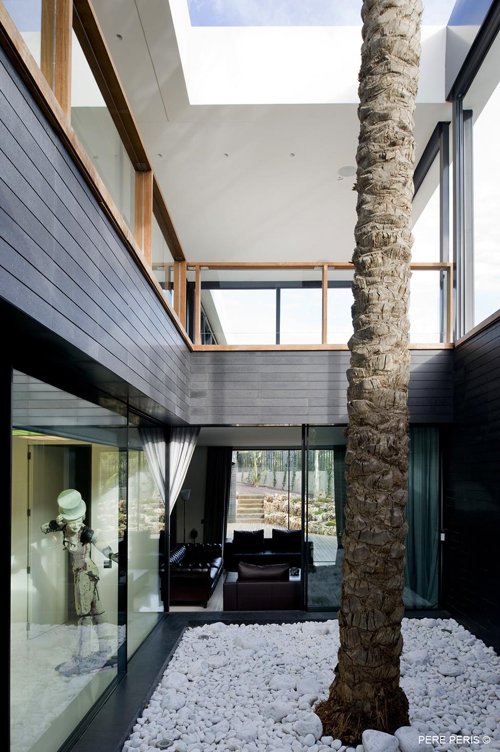 Moderna-minimalistichna-arhitektura-i-interior-servizni-i-zhilishtni-pomeshteniya