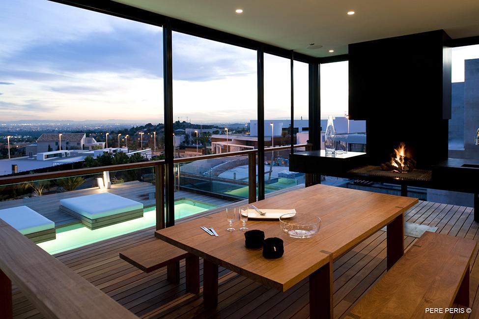 Moderna-minimalistichna-arhitektura-stilno-imenie-s-moderen-interior