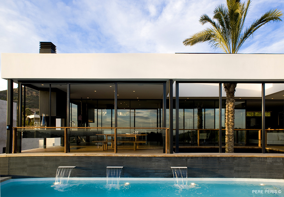Moderno-imenie-s-minimalistichen-interior-basejn