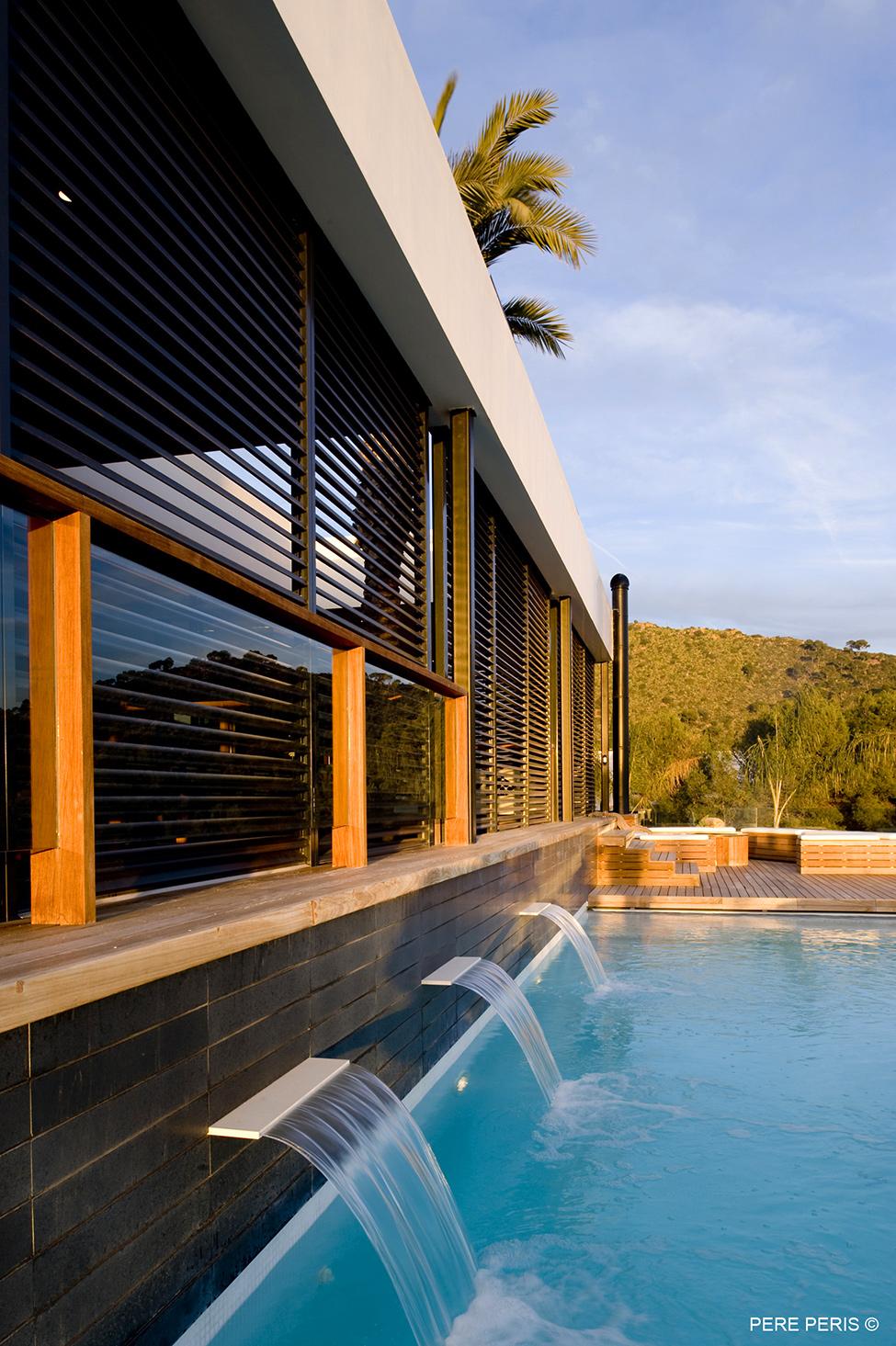 Moderno-imenie-s-minimalistichen-interior-ot-dizajnerskoto-studio-LADAA